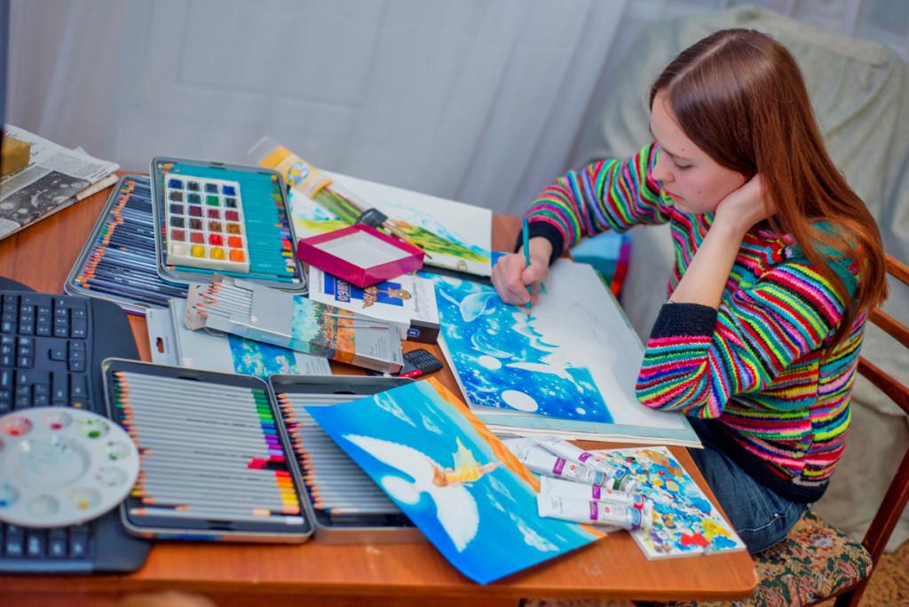 Иллюстратор Мария Ассорова за работой